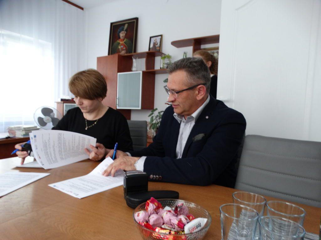 podpisanie umowy skarbnik